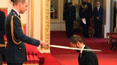 Ringo receives his knighthood